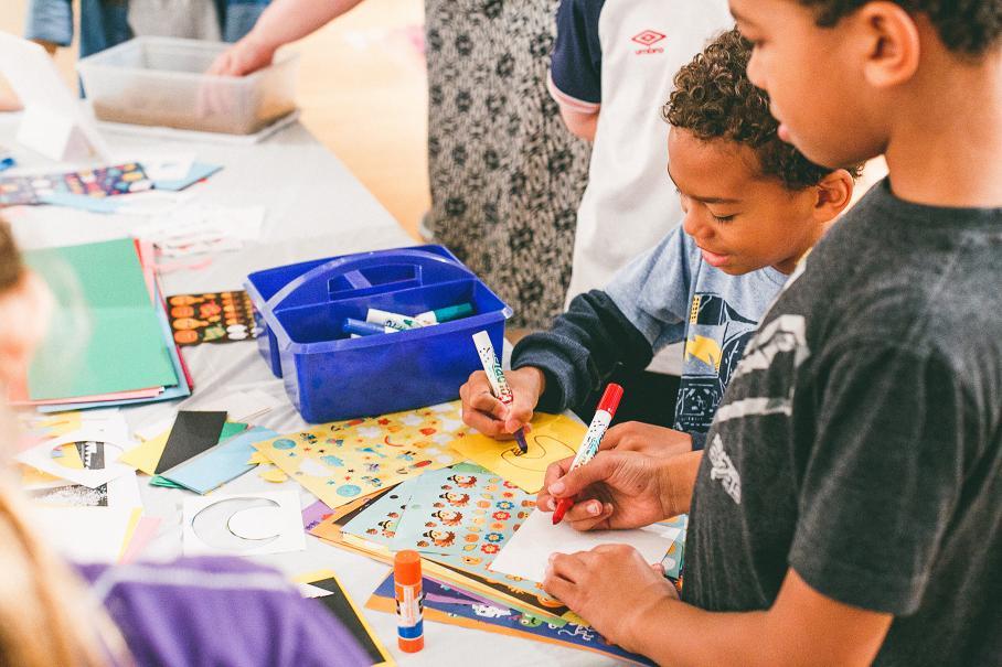 children making art at art gallery